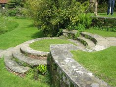 garten am hang Landscape Steps, Landscape Elements, Garden Landscape Design, Garden Paving, Hillside Landscaping, Garden Paths, Landscaping Ideas, Outdoor Landscaping, Back Gardens
