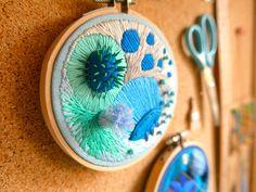 Bordado com massa moldável - Justyna Wołodkiewicz Abstract Embroidery, Embroidery Hoop Art, Embroidery Designs, Textile Design, Textile Art, Sea Crafts, Textiles, Art Lessons, Fiber Art