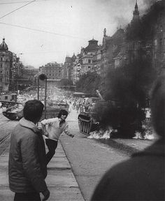 Prague Spring in 1968 Old Photography, History Of Photography, Street Photography, Prague Spring, East Germany, Old Paintings, Cold War, More Pictures, Czech Republic