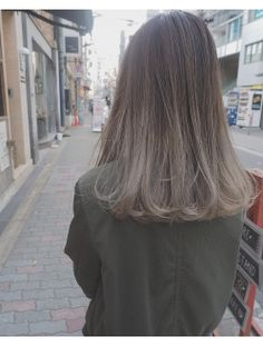 ボワイトグレージュ×グラデーションカラー【guest snap】 Hair Color Streaks, Ombre Hair Color, Hair Highlights, Medium Hair Styles, Curly Hair Styles, Tmblr Girl, Haircuts Straight Hair, Ulzzang Hair, Girl Hair Colors
