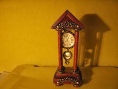 Antyczny francuski zegar kominkowy      Elementy do wyrobu biżuterii, patyczki kosmetyczne, kawałek balsy           ...