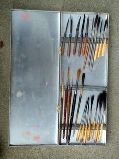 Saw this on PinHead Lounge, great idea for storing brushes!