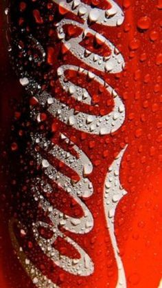A cold Coca-Cola can. Live Wallpaper Iphone, Red Wallpaper, Wallpaper Backgrounds, Retina Wallpaper, Coca Cola Can, Coca Cola Bottles, Coca Cola Pictures, Coca Cola Wallpaper, Natur Wallpaper