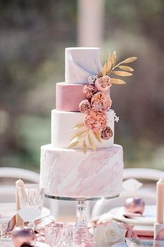 Pink Wedding Cakes dusty rose wedding cake marble trendy with flowers and golden leaves caseyjane_photography - Dusty rose is becoming the wedding trend in This pink tone is a perfect color. Here are some chic dusty rose wedding ideas! Dusty Pink Weddings, Dusty Rose Wedding, Simple Weddings, Wedding Cake Roses, Fall Wedding Cakes, Wedding Cake Designs, Rosegold Wedding Cake, Debut Cake, Staubige Rose