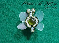 Petale de Mac Mac, Phone, Rings, Handmade, Accessories, Telephone, Hand Made, Ring, Jewelry Rings