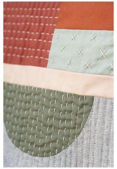 Fabric Crafts, Sewing Crafts, Fabric Decor, Modern Quilting Designs, Modern Quilt Patterns, Patchwork Designs, Quilt Designs, Quilt Modernen, Geometric Quilt