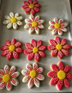 Starting the New year with with some flower cookies! I was really glad with the way these turned out. One of my favorite designs! I love stenciling cookies. It's quick, easy and pretty!