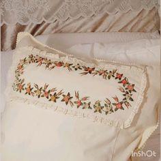 89 отметок «Нравится», 40 комментариев — Подарки • Декор • Мастерклассы (@ichlora) в Instagram: «Innendetails entscheiden alles! Детали решают всё! (перевод см. ниже) ⠀ Es ist so schön, von den…» Bed Pillows, Pillow Cases, Nice Asses, Pillows