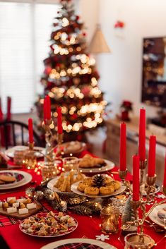 Christmas Feeling, Noel Christmas, Family Christmas, Winter Christmas, Magical Christmas, Xmas Holidays, Deco Table Noel, Christmas Tree Inspiration, Gold Christmas Decorations