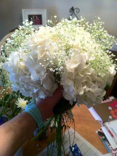 HYDREANGEAS AND BABY BREATH    Blue Mitten Green House: An amateur's bouquet tutorial