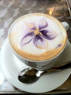 Imagen de café, bebida, coffee, cappuccino, beverage, art and flower purple