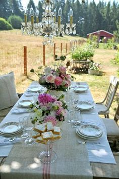Aℓ Fresco ❀❀❀ burlap runner & pink florals=pretty Beautiful Table Settings, Al Fresco Dining, Decoration Table, Summer Garden, Outdoor Entertaining, Outdoor Dining, Wedding Table, Farm Wedding, Wedding Centerpieces