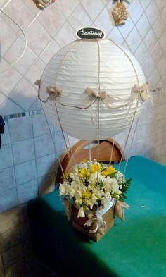 Un centro tavola delizioso per occasioni importanti come un matrimonio o una prima comunione