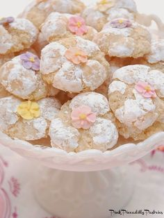 Pink Piccadilly Pastries: Fabulous Italian Amaretti --If you love a nice chewy cookie, then you'll love these! They taste like a Macaron, but are much easier to prepare! Italian Cookie Recipes, Italian Cookies, Italian Desserts, Baking Recipes, Amaretti Cookie Recipe, Amaretti Cookies, Almond Cookies, Amaretti Biscuits, Chocolate Cookies