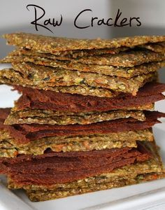 Is raw food diet healthy? What do raw fooders eat, what is raw food diet plan. Feel vibrant and healthy by eating a raw food diet for weight loss. Raw Vegan Recipes, Vegan Foods, Vegan Snacks, Healthy Recipes, Raw Vegan Crackers Recipe, Raw Cracker Recipes, Delicious Recipes, Healthy Crackers, Vegan Dinners