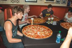 at Russo's New York Pizzeria for 28 Inch Pizza Challenge. Ashton, are you nervous?<<< Luke appears awed by the size of that pizza, LOL. 5sos Preferences, 5sos Memes, Challenge, 5secondsofsummer, 1d And 5sos, Luke Hemmings, My Escape, 5 Seconds, Derp