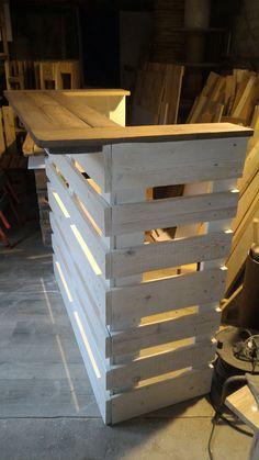 Amazing Pallet Console Bar  #console #palletbar #recyclingwoodpallets I built this console bar with recovered planks from three EURO pallets.   Projet réalisé avec des planches de 3 palettes EU neuves mais récupér...
