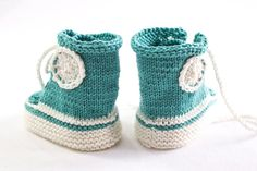Pattern is written in ENGLISH. This knitting pattern will enable you to create your very own pair of knitted baby trainers. Not only do they look so cute,they are also very practical because of the high top and the laces which will make sure they do stay on very well indeed while being very comfortable for baby. Knit them in your favorite colour combination! The pattern comes in two sizes: 0 to 6 months and 6 to 12 months. The pattern is partly knit in the round and is a seamless design…