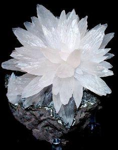Calcite Flower -- Alto Uruguai region, Rio Grande do Sul, Brazil