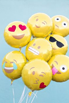 How to make emoji balloons.