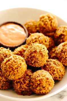 These vegan cheesy broccoli quinoa bites with sriracha aioli are hearty, flavorful, and totally snack-worthy. They make a crowd-pleasing appetizer and are also a hit with little ones, too (just skip the aioli if it's too spicy). Vegan Apps, Healthy Vegan Snacks, Vegan Appetizers, Vegan Vegetarian, Gourmet Recipes, Whole Food Recipes, Vegan Recipes, Snack Recipes, Cooking Recipes
