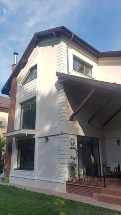Fatada casa cu profile decorative din polistiren CoArtCo Row House Design, Design Case, Moulding, Interior, Outdoor Decor, Projects, Home Decor, White People, Black