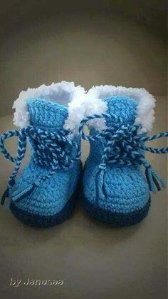 Botas chiporro- Although it's a purchased pattern, I love the idea and the laces!