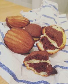 Madeleines im Marmor-Look Cupcakes, Breakfast, Sweet, Fours, Muffins, German, Madeleine, Cacao Powder, Macaroons