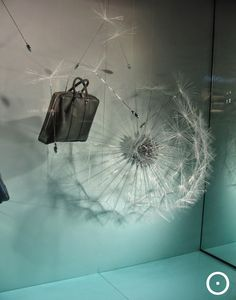 We enjoy this dandelion window display by Louis Vuitton! Window Display Design, Store Window Displays, Visual Merchandising Displays, Visual Display, Boutiques, Vitrine Design, Decoration Vitrine, Retail Windows, Shop Windows