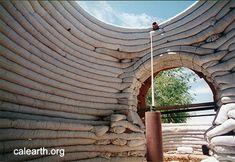 maisons en sacs de terre dans le monde http eco dome