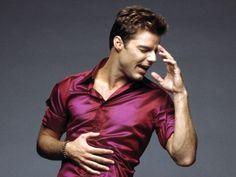 Aquí otra fotis de @ricky_martin es una hermosura, además ese rojizo le sienta bien; 2do día otoñal,Sábado 22 de Marzo de 2014 y me sigo tentando con este boricua. ¡Feliz otoño! Y ¡Feliz primavera! para el otro lado del mundo.¡Buen finde! Besos♥ // Here another fotis Ricky Martin is lovely, well that reddish sit well with him. The 2nd autumn day,Saturday March 22, 2014 and I keep tempting me with this Puerto Rican. Happy Autumn!& Happy Spring! for the other side of the…