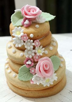Country garden cookie stack (by Icing Bliss) Fancy Cookies, Iced Cookies, Biscuit Cookies, Cute Cookies, Sugar Cookies, Wedding Cake Cookies, Cool Wedding Cakes, Birthday Cookies, Wedding Desserts