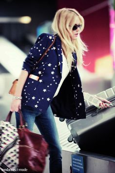 Look effortlessly chic at baggage claim in jeans, a white tee and blazer.