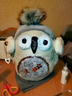 Szalona sowa. Wykonana z gipsu, dzielę się pomysłem bo może ktoś ją udoskonali po swojemu i będzie piękna równie co ta. Użyłam do dekoracji farb, brokatu. Możecie użyć co tylko wam przypadnie do gustu. Crazy Owl. 😍