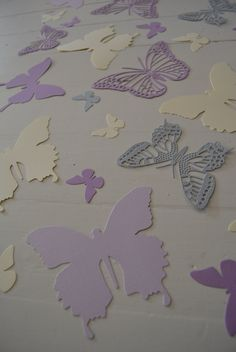 3D Butterflies made of textured card stock in Grey, Purple, Lilac and Cream --- Let them fly around in your nursery or dress up your party door SierGoed op Etsy