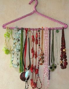 Tips on How to store necklaces Jewelry! - http://videos.silverjewelry.be/ necklaces/tips-on-how-to-store-necklaces-jewelry/ | Pinterest