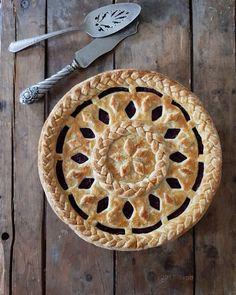 The baked braid pie by Karin Pfeiff Boschek Beautiful Pie Crusts, Quiches, Pie Crust Designs, Pie Decoration, Pies Art, Pie Crust Recipes, Homemade Tacos, No Bake Pies, Pie Dessert