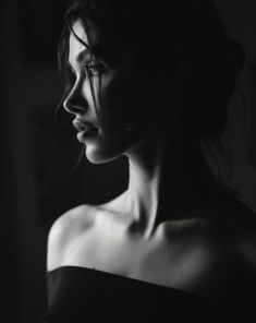 woman portrait presents BNW amp; Mood by - portrait Low Key Photography, Photography Poses Women, Creative Photography, White Photography, Wildlife Photography, Photography Ideas, Photography Tutorials, Boudoir Photography, Landscape Photography