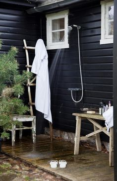 Gravity Interior : Outdoor shower at summerhouse in Norway