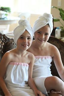 How to sew a spa towel - great for a spa themed birthday party! Easy Sewing Projects, Sewing Tutorials, Sewing Hacks, Sewing Ideas, Sewing Clothes, Diy Clothes, Girl Spa Party, Kids Spa, Spa Towels