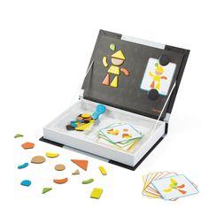 Dans ce joli coffret présenté comme un livre à ranger dans une bibliothèque, votre enfant trouvera différentes formes et couleurs et des cartes. Il devra recomposer les différents personnages, animaux et objets en s'aidant des modèles des cartes imprimées. Il pourra également inventer ses propres formes !
