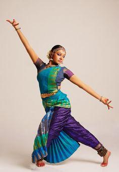 Bharatanatyam Shobana Group Feats of excellence -shobana Isadora Duncan, Dance Images, Dance Pictures, Dance Paintings, Indian Paintings, Indian Classical Dance, Henna, Dance Poses, Dance Art
