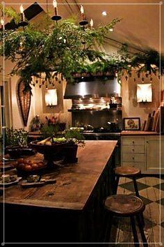 Irish cottage kitchen - creative home and interiors Christmas Kitchen Decor, Decor, Primitive Kitchen, House Design, Sweet Home, Irish Cottage, Cottage Kitchen, Cozy House, Home Decor Tips