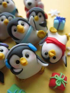 Penguin Family Cupcake Toppers by mimicafe Union http://www.mimicafeunion.com