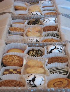 Packaging cookies for gift boxes Christmas Cookies Packaging, Christmas Cookies Gift, Christmas Lunch, Christmas Treats, Christmas Baking, Cookie Gift Boxes, Cookie Gifts, Food Gifts, Cake Packaging