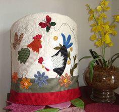 Capa de Galão/Bombona com aplicações em tecido nacional e importado. As cores  podem variar de acordo com a sua preferência. R$ 76,07