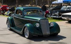 1935 Ford coupe - dk met gen, by Chip Foose Classic Hot Rod, Classic Cars, Big Trucks, Chevy Trucks, Car Ford, Ford Motor Company, Amazing Cars, Custom Cars, Hot Rods