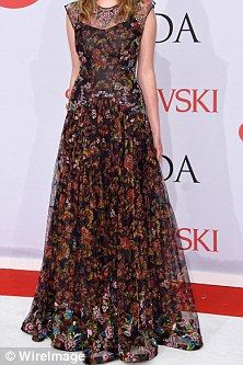 Uma Thurman and Ethan Hawke's daughter Maya, 16, twirls around in stunning Zac Posen gown at CFDA Awards | Daily Mail Online