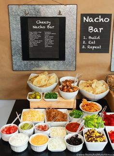 Nacho Bar Ideas - A Tasty Game Day Party Buffet - Moms & Munchkins - - This Nacho Bar would be perfect for a game day party! It's filled with lots of cheesy appetizers plus a dessert nacho side for those with a sweet tooth. Game Day Appetizers, Appetizer Recipes, Party Recipes, Nachos Dessert, Bar Concept, Buffet Party, Cheesy Nachos, Brunch, Snacks Für Party
