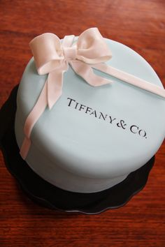 Tiffany cake - For all your cake decorating supplies, please visit craftcompany.co.uk